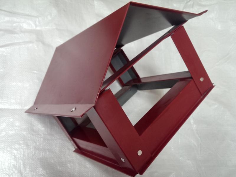 Capac triunghiular mic(d170) - rosu